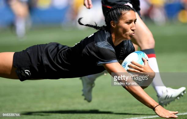 Sarah Goss of New Zealand scores a try in the match between New Zealand and England during Rugby Sevens on day 11 of the Gold Coast 2018 Commonwealth...
