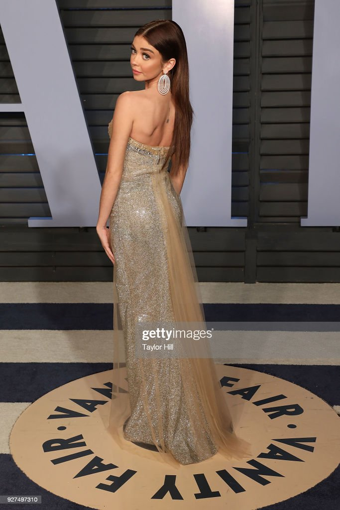 Sarah Hyland attends the 2018 Vanity Fair Oscar Party hosted by Radhika Jones at Wallis Annenberg Center for the Performing Arts on March 4, 2018 in Beverly Hills, California.
