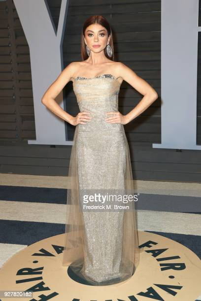 Sarah Hyland attends the 2018 Vanity Fair Oscar Party hosted by Radhika Jones at Wallis Annenberg Center for the Performing Arts on March 4 2018 in...