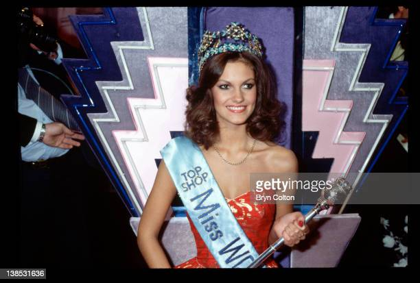 Sarah Jane Hutt Miss UK is crowned Miss World 1983 during the 33rd Miss World pageant held in the Royal Albert Hall in London UK on Thursday November...