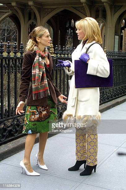 Sarah Jessica Parker and Kim Cattral during Filming Sex and the City on March 15 2001 at Streets of New York in New York City New York United States