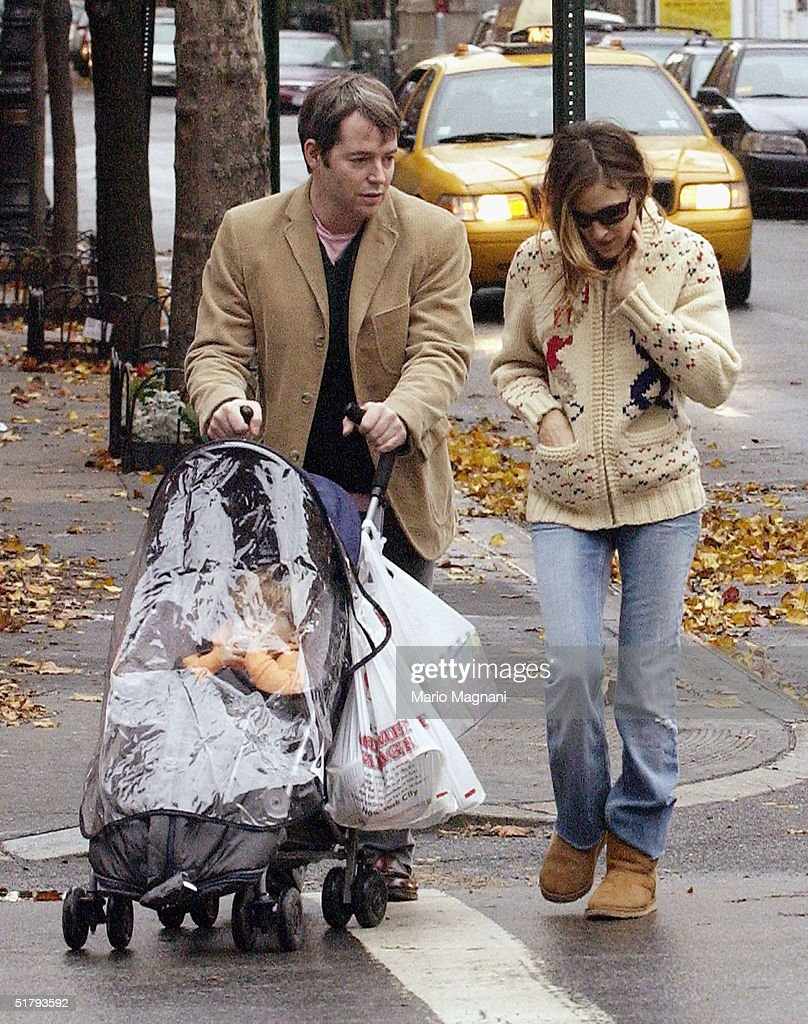 Candids - November 25, 2004 : News Photo