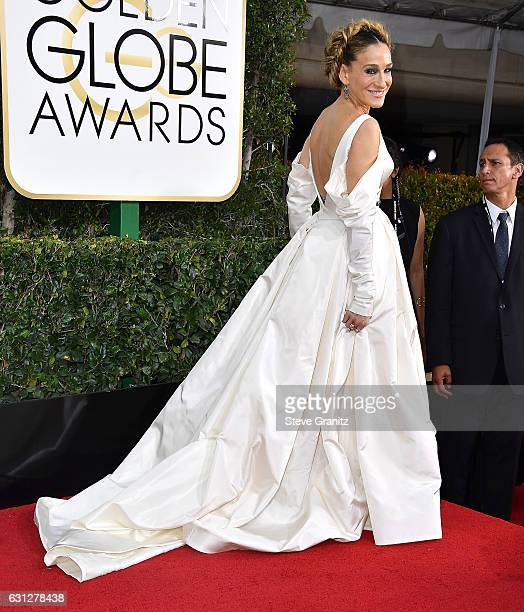 Sarah Jessica Parker arrives at the 74th Annual Golden Globe Awards at The Beverly Hilton Hotel on January 8 2017 in Beverly Hills California
