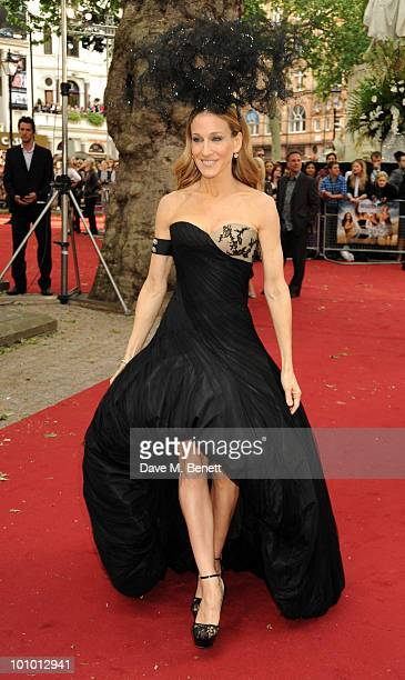 Sarah Jessica Parker arrives at the UK film premiere of 'Sex and the City 2' at Odeon Leicester Square on May 27, 2010 in London, England.