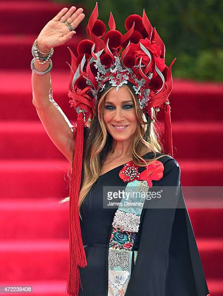 Sarah Jessica Parker arrives to the China Through The Looking Glass Costume Institute Benefit Gala at Metropolitan Museum of Art on May 4 2015 in New...