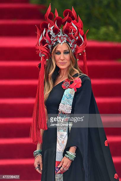 Sarah Jessica Parker arrives to the 'China Through The Looking Glass' Costume Institute Benefit Gala at Metropolitan Museum of Art on May 4 2015 in...