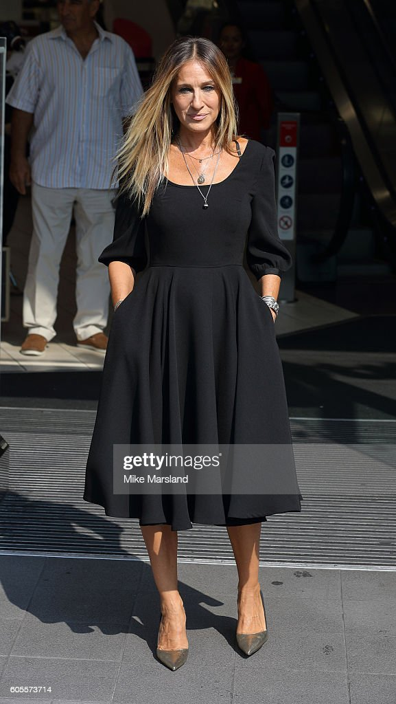 Sarah Jessica Parker attends a photocall as she launches her new fragrance 'Stash' at Boots Piccadilly Circus on September 14, 2016 in London, England.