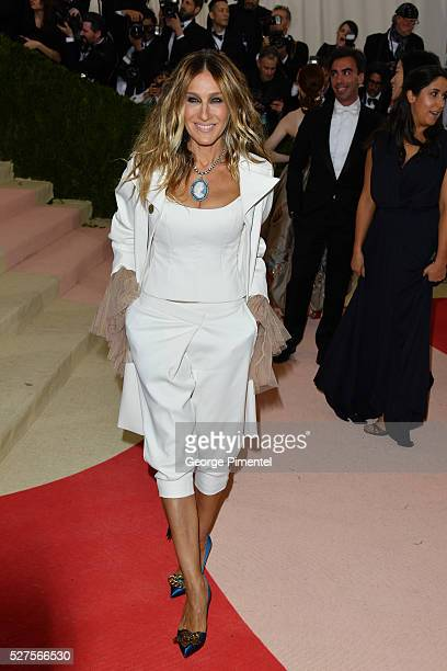 Sarah Jessica Parker attends the 'Manus x Machina Fashion in an Age of Technology' Costume Institute Gala at the Metropolitan Museum of Art on May 2...