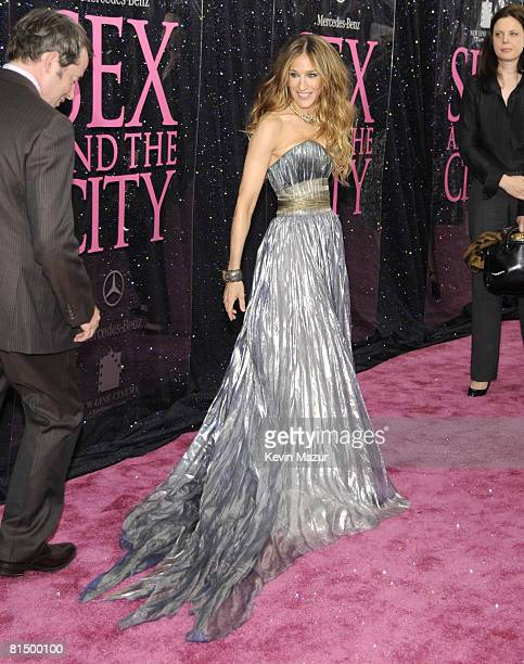 """Sarah Jessica Parker attends the premiere of """"Sex and the City: The Movie"""" at Radio City Music Hall on May 27, 2008 in New York City."""
