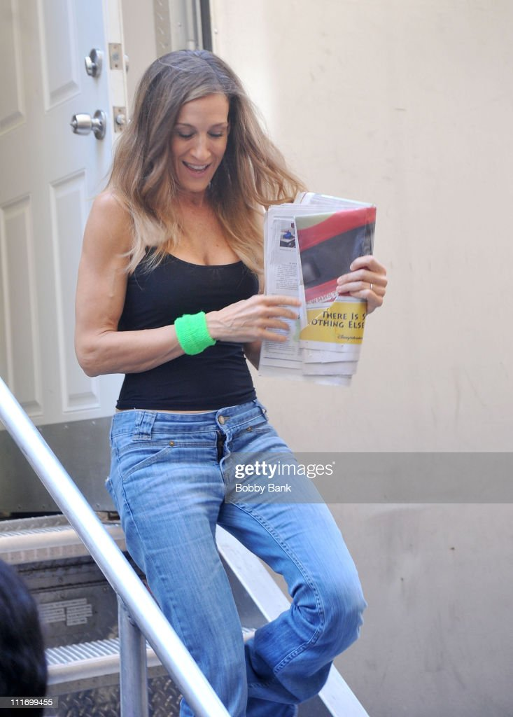 Sarah Jessica Parker filming on location for 'Sex And The City 2' on the streets of Manhattan on September 14, 2009 in New York City.