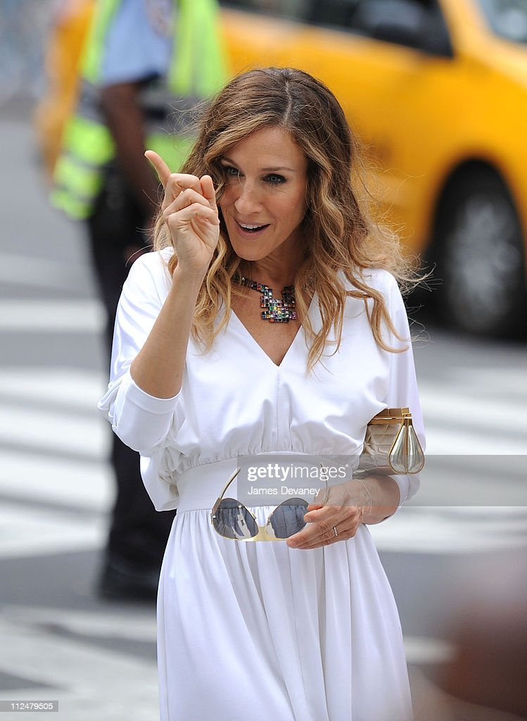 Sarah Jessica Parker filming on location for 'Sex And The City 2' on the Streets of Manhattan on September 8, 2009 in New York City.