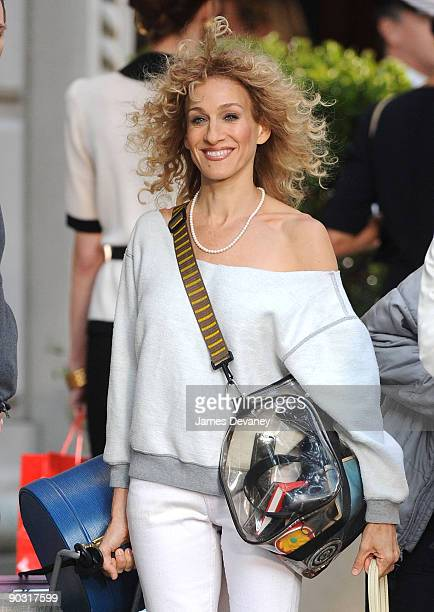 """Sarah Jessica Parker filming on location for """"Sex And The City 2"""" on the streets of Manhattan on September 1, 2009 in New York City."""