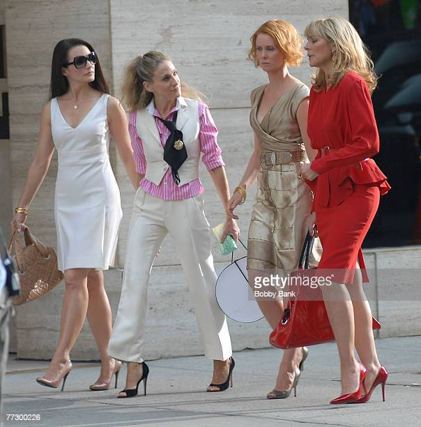 Sarah Jessica Parker Kristin Davis Kim Cattrall and Cynthia Nixon On Location for 'Sex and the City The Movie on Park Avenue New York New York...