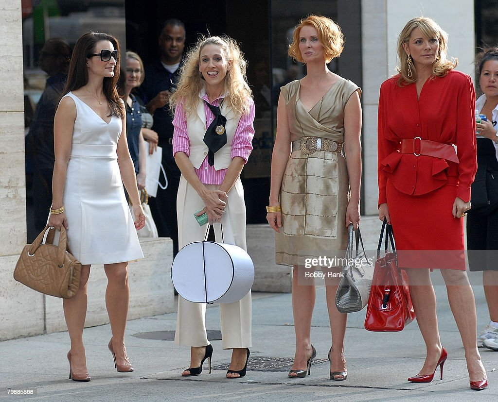 "Kristin Davis, Sarah Jessica Parker, Cynthia Nixon and Kim Cattrall on Location for ""Sex and the City: The Movie"" - September 21, 2007 : Nachrichtenfoto"