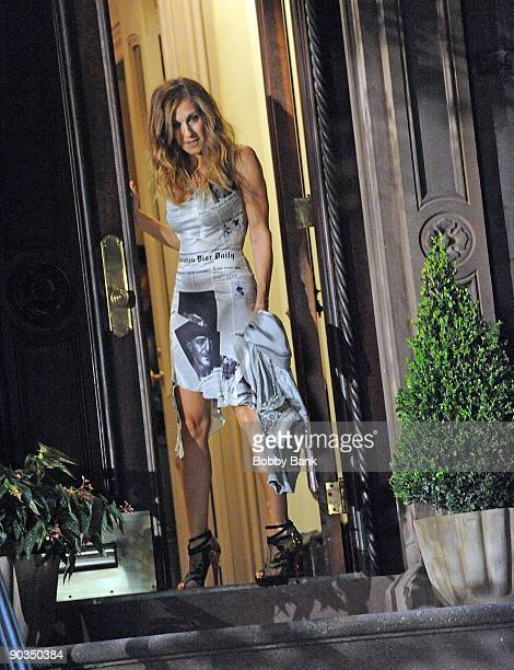 """Sarah Jessica Parker on location for """"Sex And The City 2"""" on the streets of Manhattan on September 4, 2009 in New York City."""