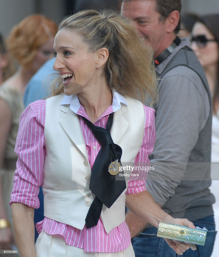 Sarah Jessica Parker On Location for 'Sex and the City: The Movie in on Park Avenue, New York, New York September 21 2007