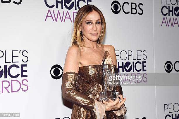 Sarah Jessica Parker, winner of the Favorite Premium Series Actress Award, poses in the press room during the People's Choice Awards 2017 at...