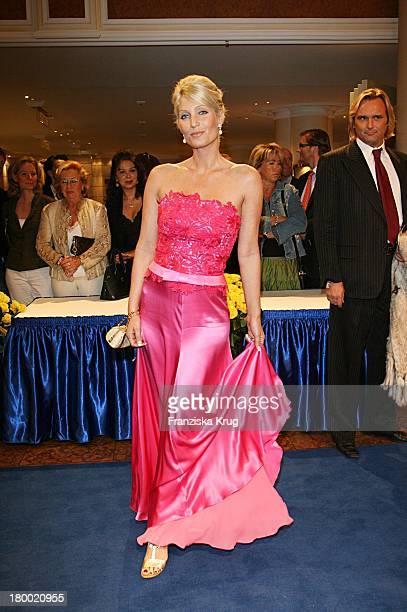 Sarah Kern Bei Der United People Charity Night 2006 Zugunsten PowerChild Im Hotel Bayrischen Hof In München