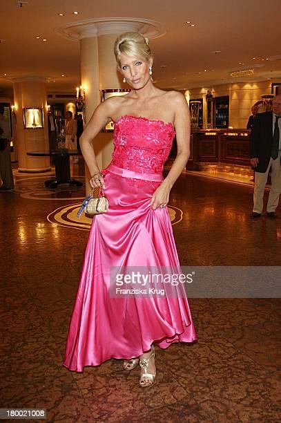 Sarah Kern Bei Der 'United People Charity Night2006 Zugunsten PowerChild' Im Hotel Bayrischen Hof In München