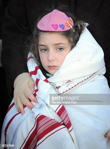 Sarah L Voisin / TWP NEG NUMBER 207126 Washington DC A group of people at the Lincoln Memorial marking Birkat Hahammah an ancient Jewish ritual that...