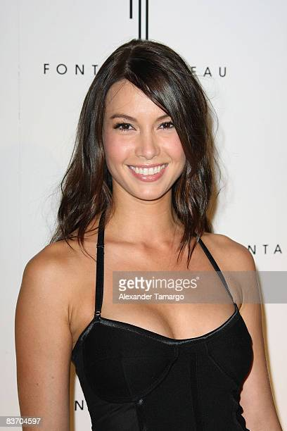 Sarah Larson arrives for the grand opening of Fontainebleau Miami Beach on November 14 2008 in Miami Beach Florida