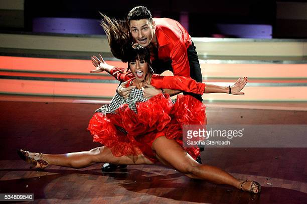 Sarah Lombardi and Robert Beitsch perform on stage during the 11th show of the television competition 'Let's Dance' on May 27 2016 in Cologne Germany