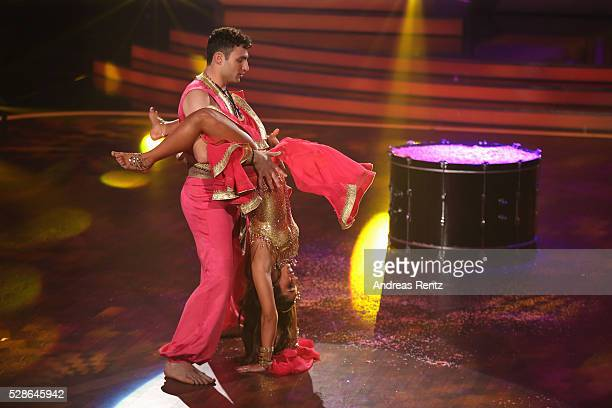 Sarah Lombardi and Robert Beitsch perform on stage during the 8th show of the television competition 'Let's Dance' on May 6 2016 in Cologne Germany
