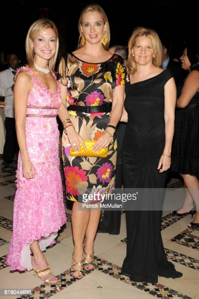 Sarah Mars Laurie Dhue and Mary Beth Evans attend 2010 CARON TREATMENT CENTERS New York City Gala at Cipriani 42nd St on May 26 2010 in New York City