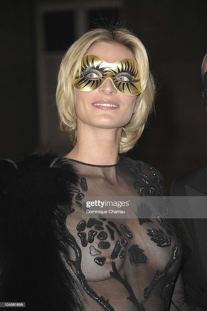Vogue 90th Anniversary Party - Paris Fashion Week S/S 2011 - Red Carpet