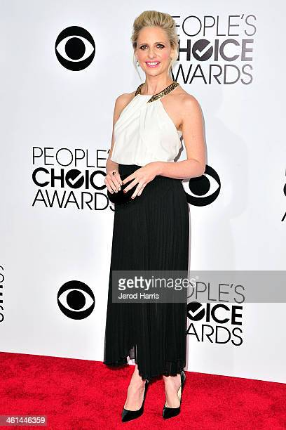 Sarah Michelle Gellar arrives at the 40th Annual People's Choice Awards at Nokia Theatre LA Live on January 8 2014 in Los Angeles California