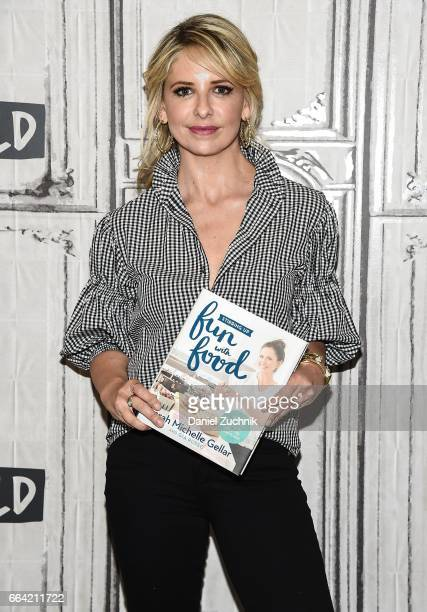 Sarah Michelle Gellar attends the Build Series to discuss her new book 'Stirring Up Fun With Food' at Build Studio on April 3, 2017 in New York City.