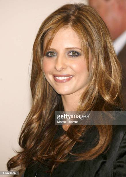 Sarah Michelle Gellar during Sarah Michelle Gellar and Young Jeezy Sighting in New York City October 10 2006 in New York City New York United States