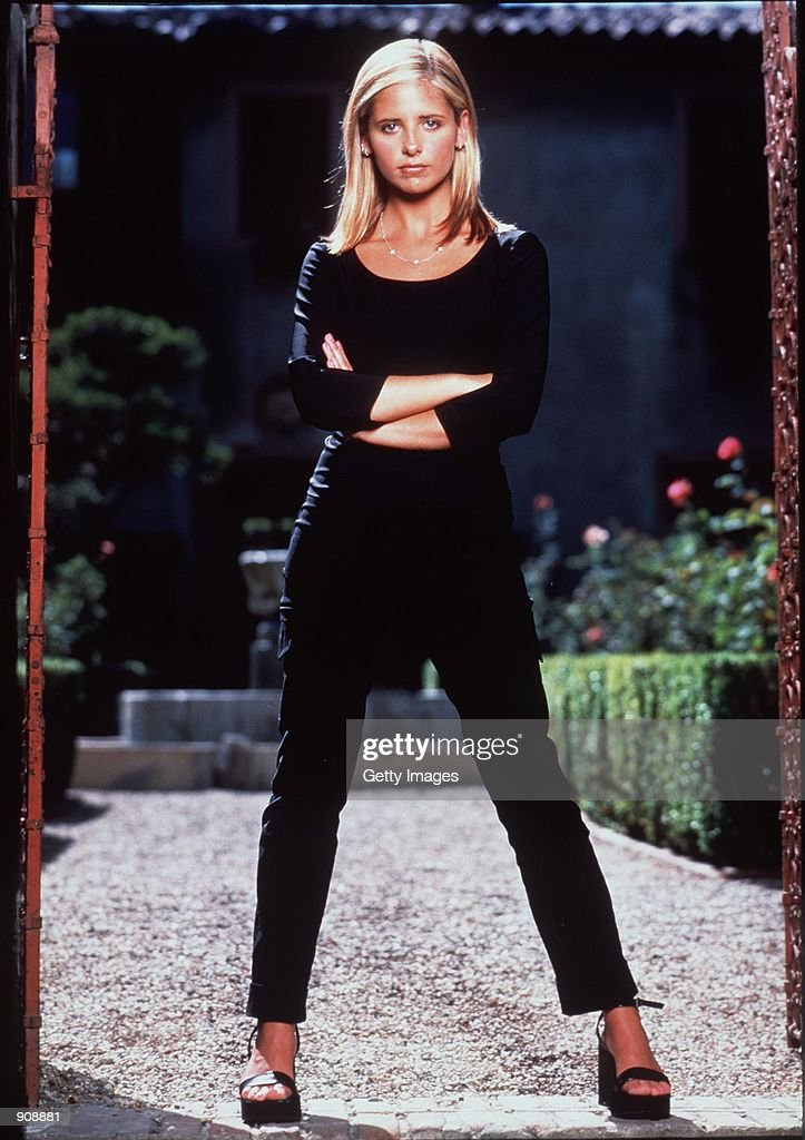 "1999 Sarah Michelle Gellar stars in the hit tv series ""Buffy The Vampire Slayer."" : Nachrichtenfoto"