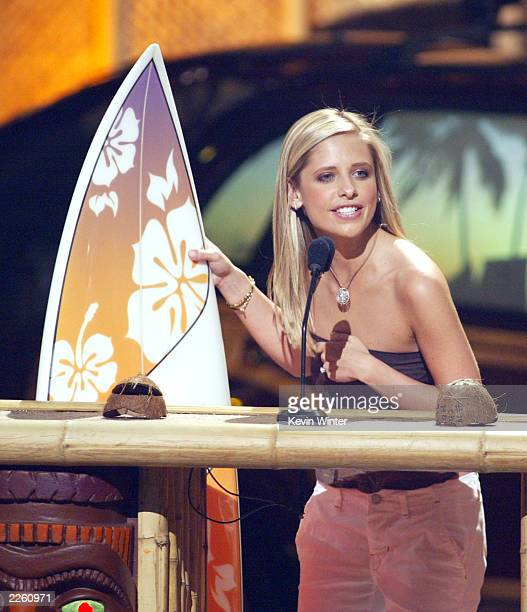 Sarah Michelle Gellar won 'Choice Movie Actress' at 'The Teen Choice Awards 2002' at the Universal Amphitheatre in Los Angeles Ca Sunday August 4...