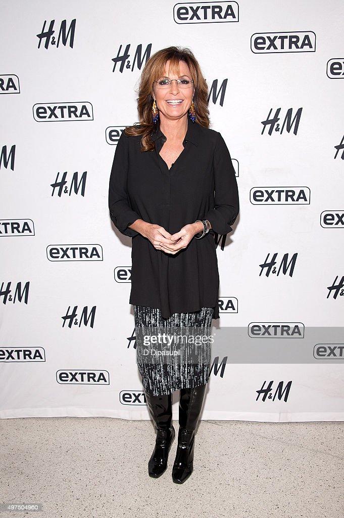 """Sarah Palin Visits """"Extra"""" : News Photo"""