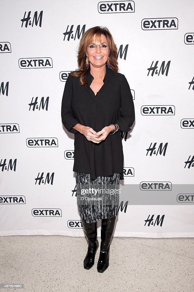 """Sarah Palin Visits """"Extra"""""""