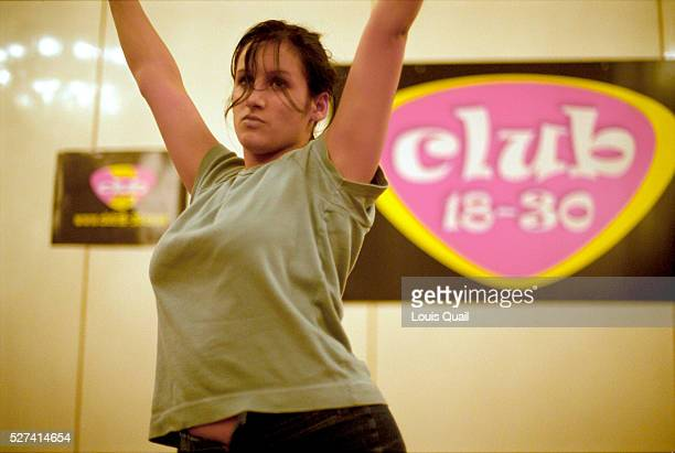 Sarah rehearses her cabaret routine as part of her rep training The Britannia Country House Hotel Didsbury Manchester | Location The Britannia...