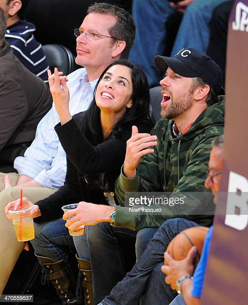 Sarah Silverman and Jason Sudeikis attend a basketball game between the Houston Rockets and the Los Angeles Lakers at Staples Center on February 19...
