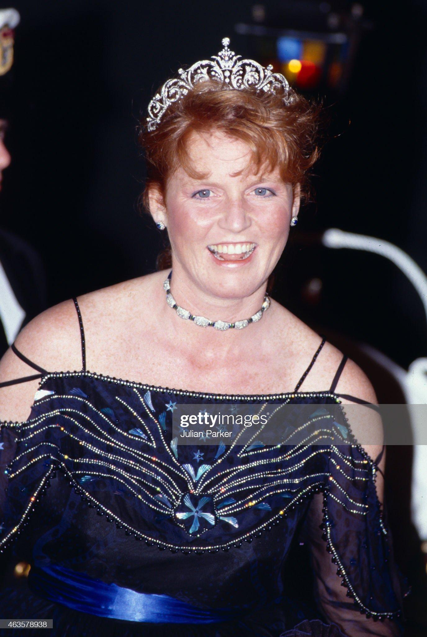 Вечерние наряды Отем пока еще Филлипс и Сары Йоркской Andrew, Duke of York, and Sarah, The Duchess of York tour of Australia 1988 : News Photo