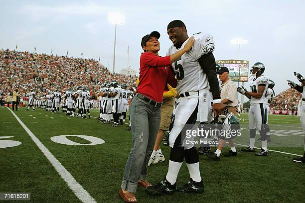 Sarah White wife of hall of fame defensive end Reggie White shares a moment with quarterback Donovan McNabb of the Philadelphia Eagless August 6 2006...