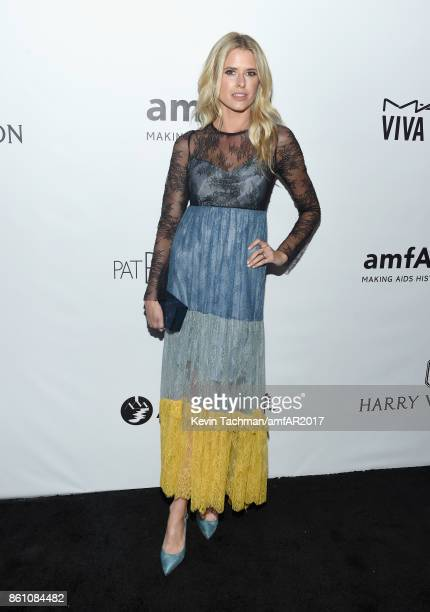 Sarah Wright at amfAR Los Angeles 2017 at Ron Burkle's Green Acres Estate on October 13 2017 in Beverly Hills Californi