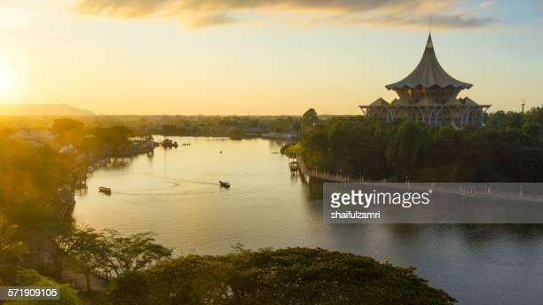 sarawak river in kuching - shaifulzamri 個照片及圖片檔