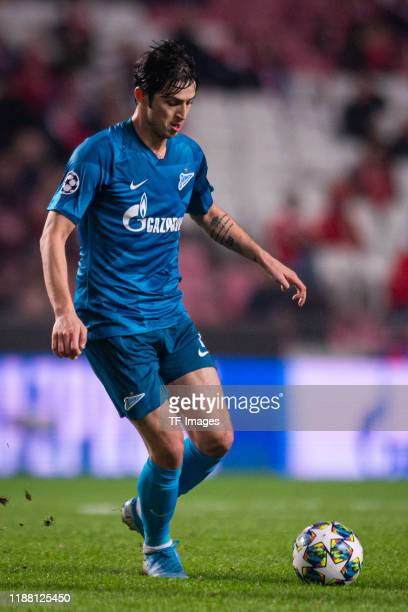 Sardar Azmoun of Zenit St Petersburg controls the ball during the UEFA Champions League group G match between SL Benfica and Zenit St Petersburg at...