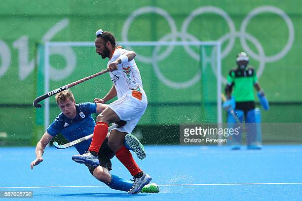 Sardar Singh of India runs into Lucas Rossi of Argentina during the hockey game on Day 4 of the Rio 2016 Olympic Games at the Olympic Hockey Centre...