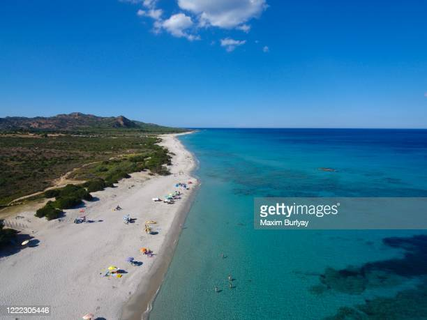 "sardinia's beauty/""fifty"" shades of blue/footage by drone - saffier stockfoto's en -beelden"