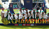 sarfaraz ahmed pakistan with trophyduring icc