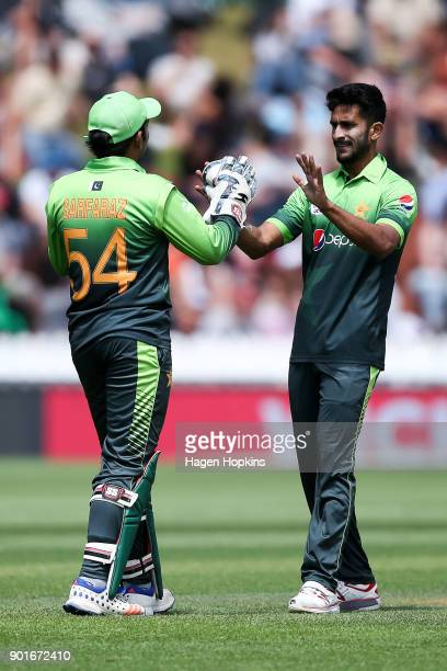 Sarfraz Ahmed and Hasan Ali of Pakistan celebrate the wicket of Henry Nicholls of New Zealand during game one of the One Day International Series...