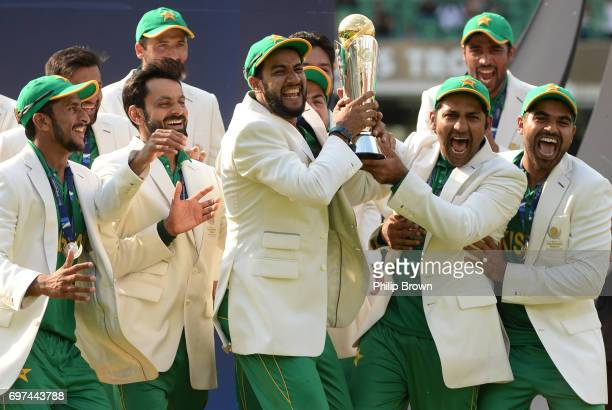 Sarfraz Ahmed of Pakistan and his players with the trophy after winning the ICC Champions Trophy final between India and Pakistan at the Kia Oval...
