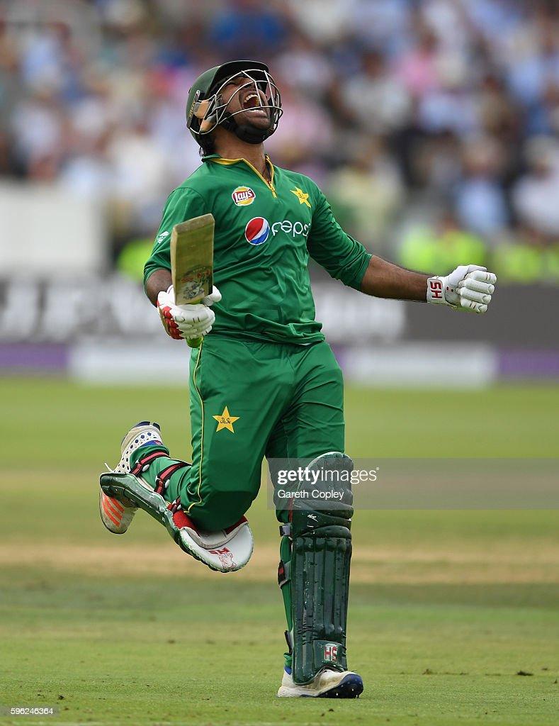 England v Pakistan - 2nd One Day International : News Photo