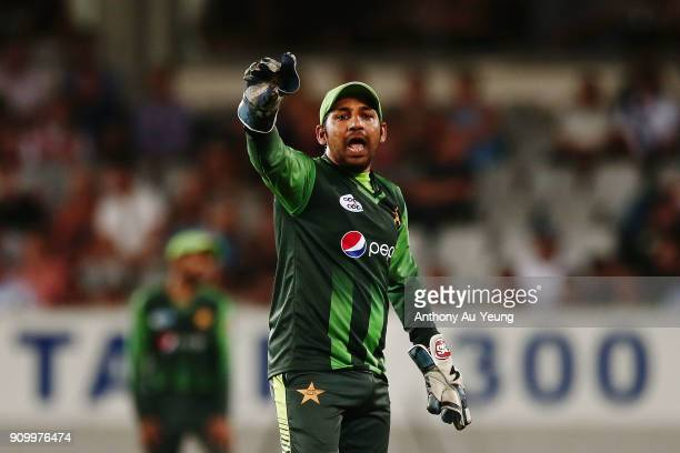 Sarfraz Ahmed of Pakistan directs his team during the International Twenty20 match between New Zealand and Pakistan at Eden Park on January 25 2018...